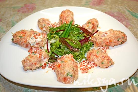 Риет из копченого лосося с соусом с