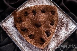 Бархатный шоколадный торт с черносливом