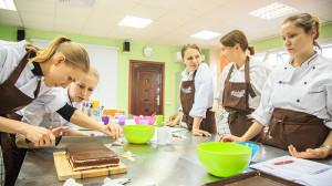 Работают девочки