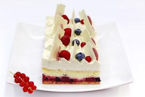 Чизкейк с красными ягодами