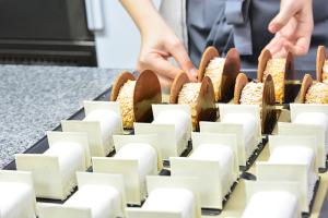 Десерты готовы к подаче