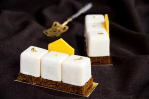 Honey cake modern
