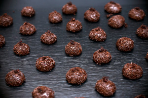 """Бразильские конфеты """"Бригадейро"""" с муравьями."""