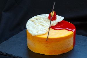 Торт «Клубника-манго-маракуйя»