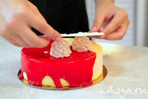 Работа по сборке торта