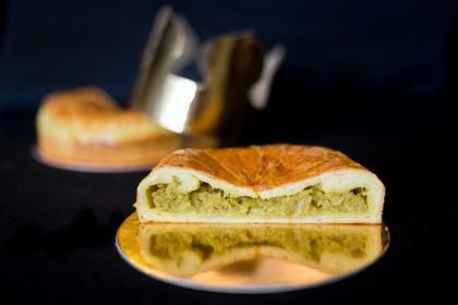 «Galette de Rois»: дрожжевое тесто «утопленник»; фисташковый крем «франжипан».