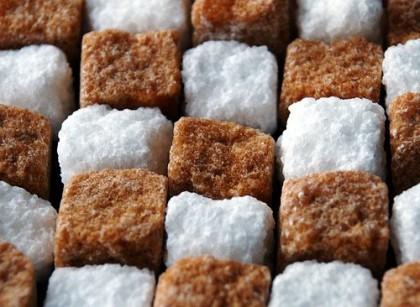 Коричневый и белый сахар-рафинад